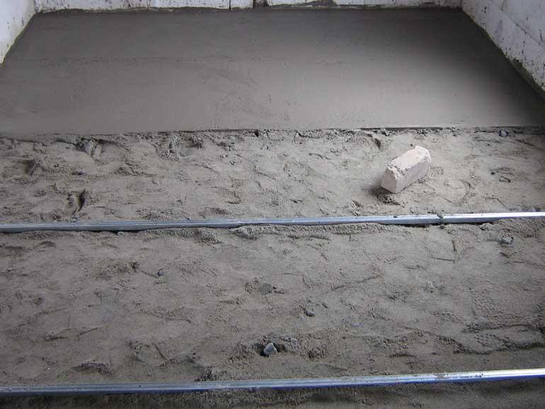 Выстилание пола бетоном
